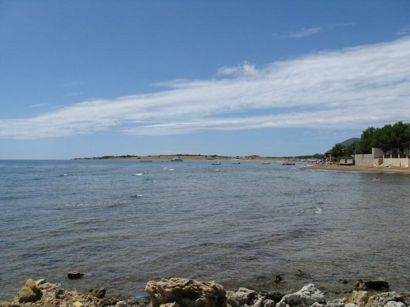 Pláž v centru Agios Georgios – Řecko Korfu