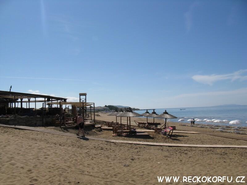 Pláž u jezera Korission 2