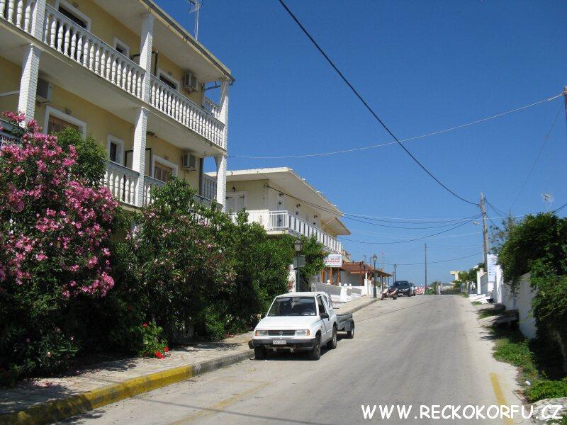 Ulice v Agios Georgios - Řecko Korfu