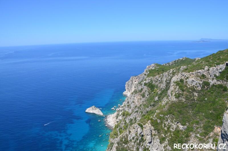 Výhled z hradu Angelokastro na moře - Řecko Korfu